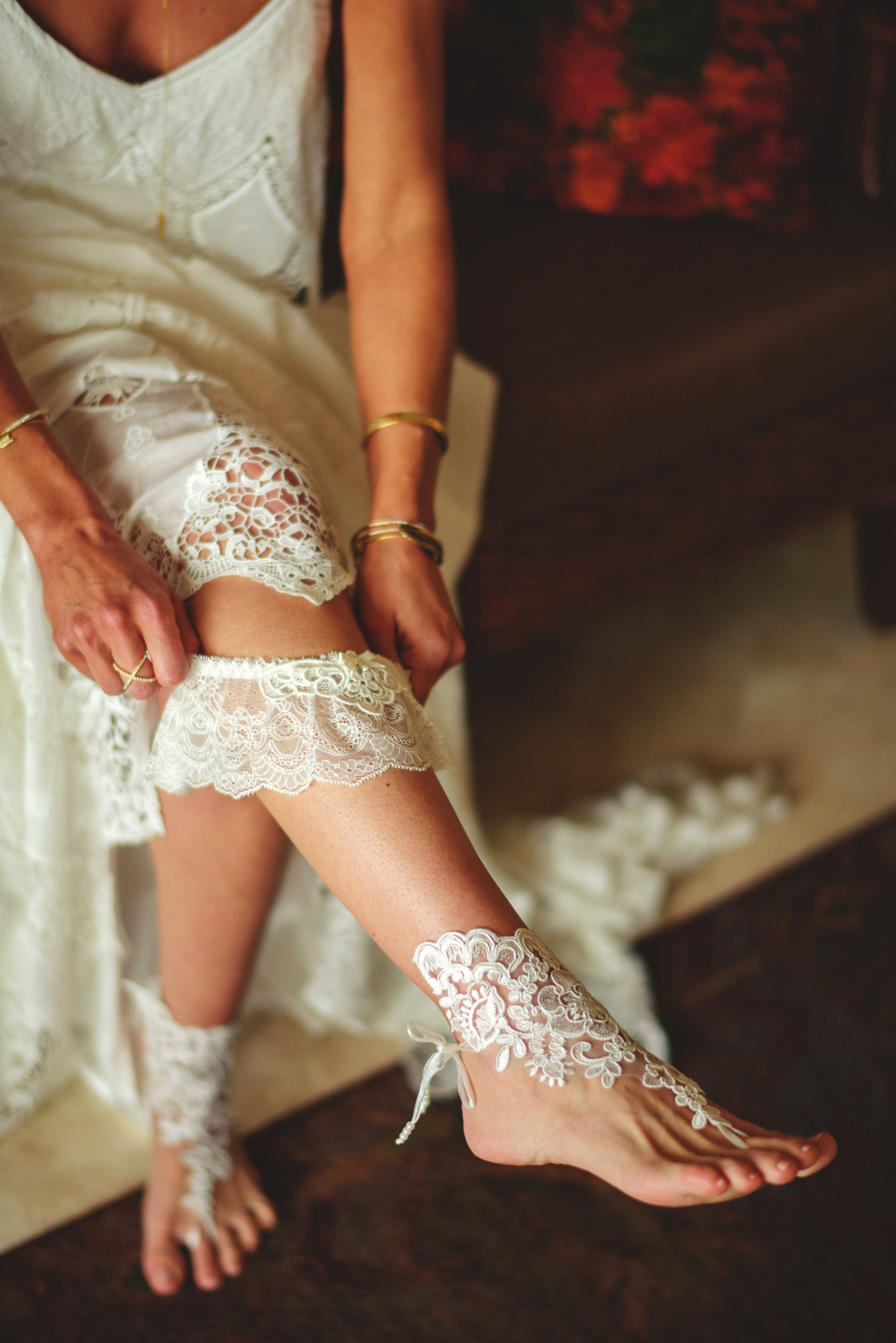 Bride putting on her garter on her wedding day in Cabo San Lucas