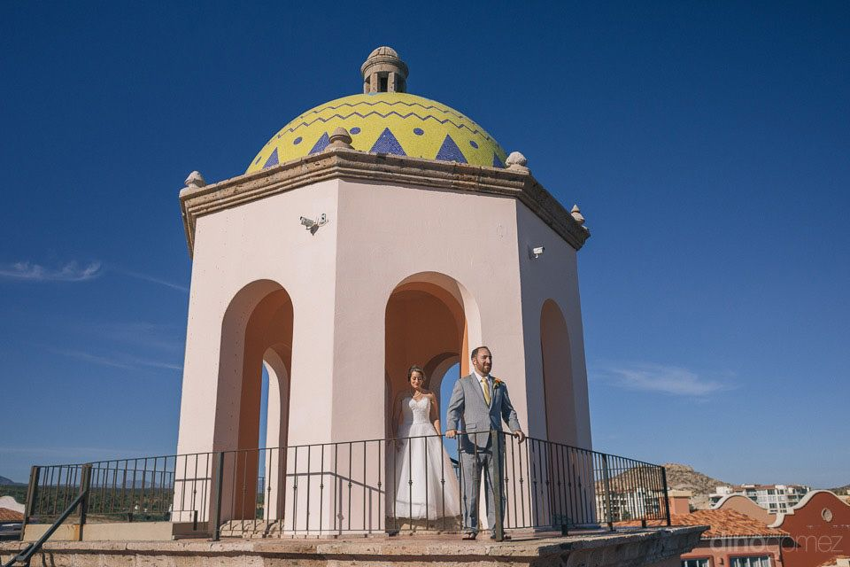 Bride and Groom doing first Look at Sheraton Hacienda del Mar in Cabo San Lucas with Cabo Wedding Services