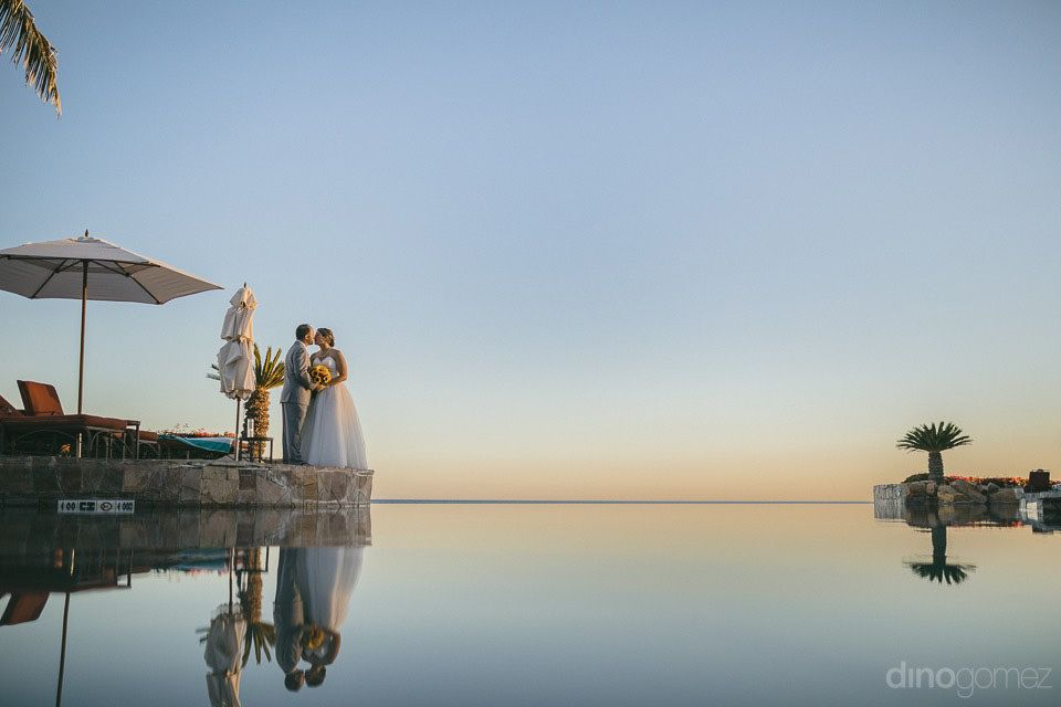Bride and groom photo session at Sheraton Hacienda del Mar Cabo Wedding Services
