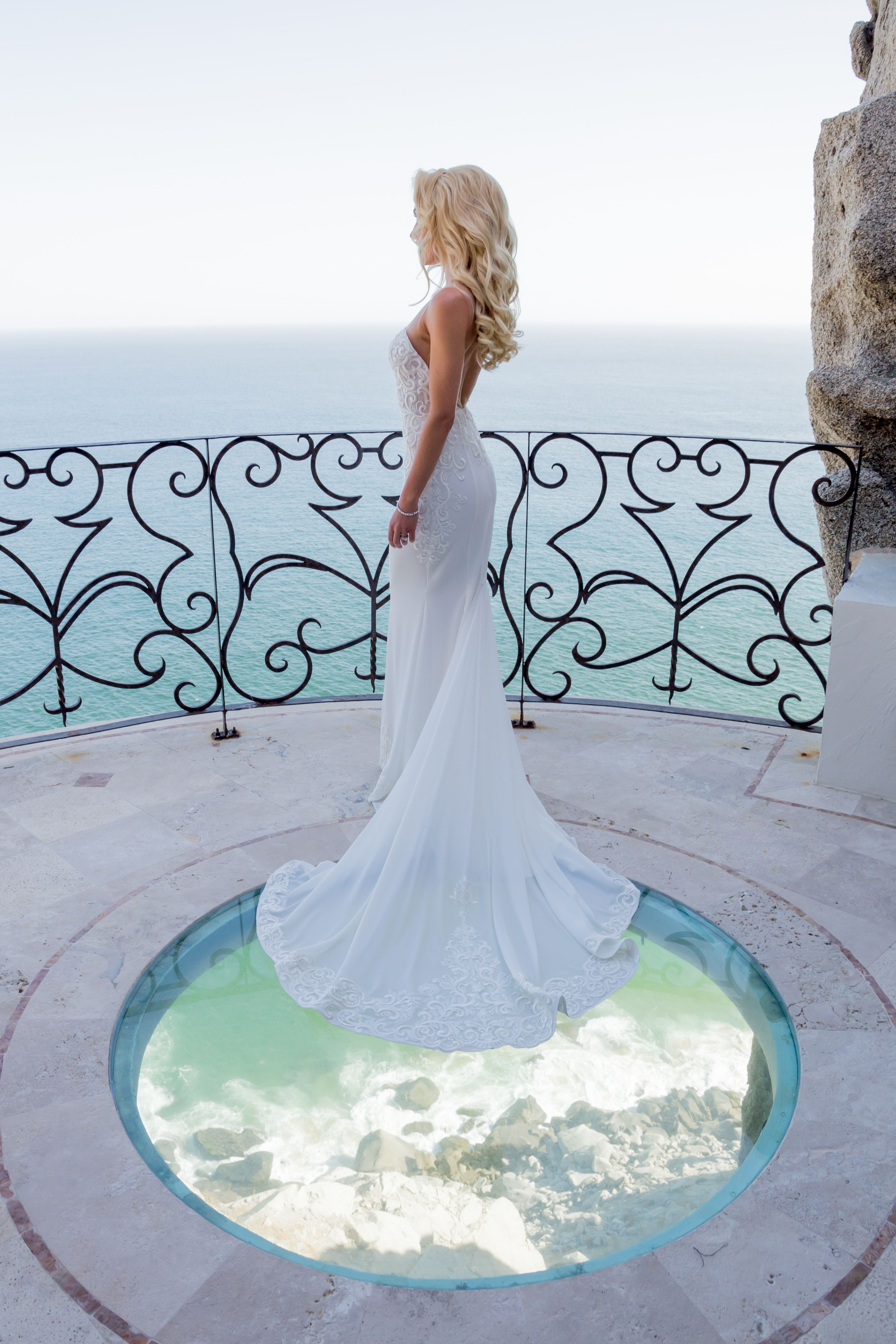 Bride having her photo session after wedding ceremony at Villa la Roca Pedregal Los Cabos