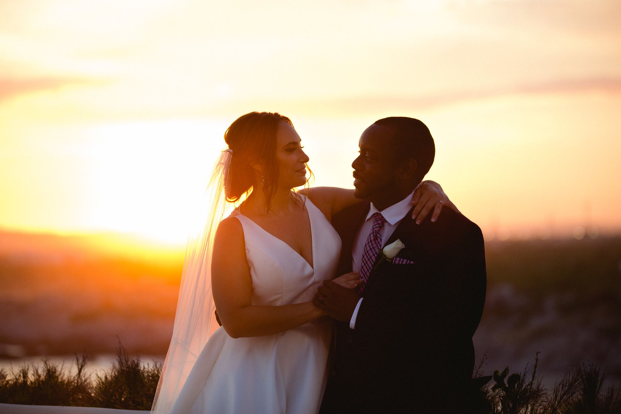 Bride and groom portrait at Wedding Venue in Cabo San Lucas, Sunset da Mona Lisa. Wedding planning by Cabo Wedding Services in Los Cabos Mexico