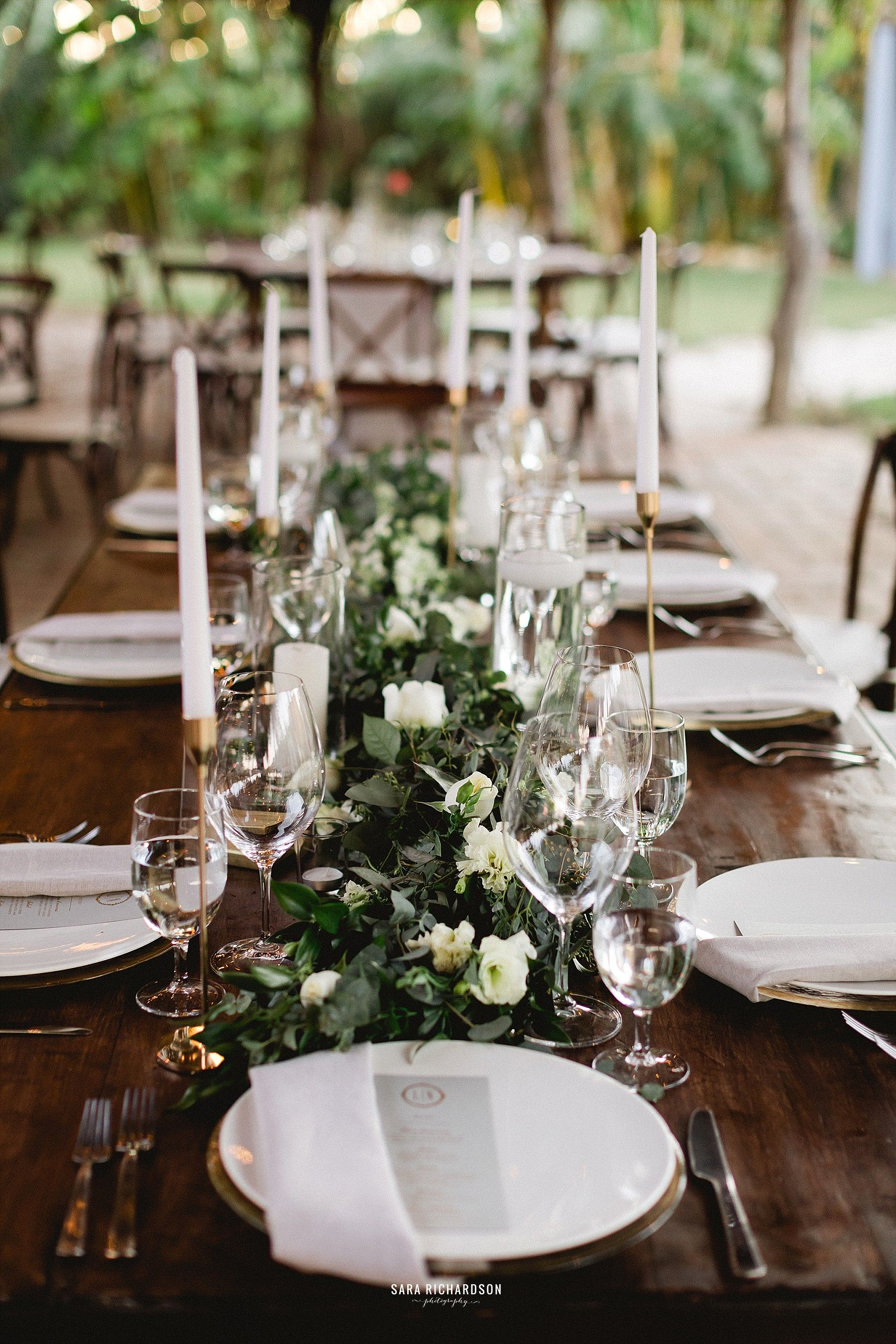 Beautiful Table setting design for Wedding in Los Cabos Mexico. Wedding Design by Cabo Wedding Services