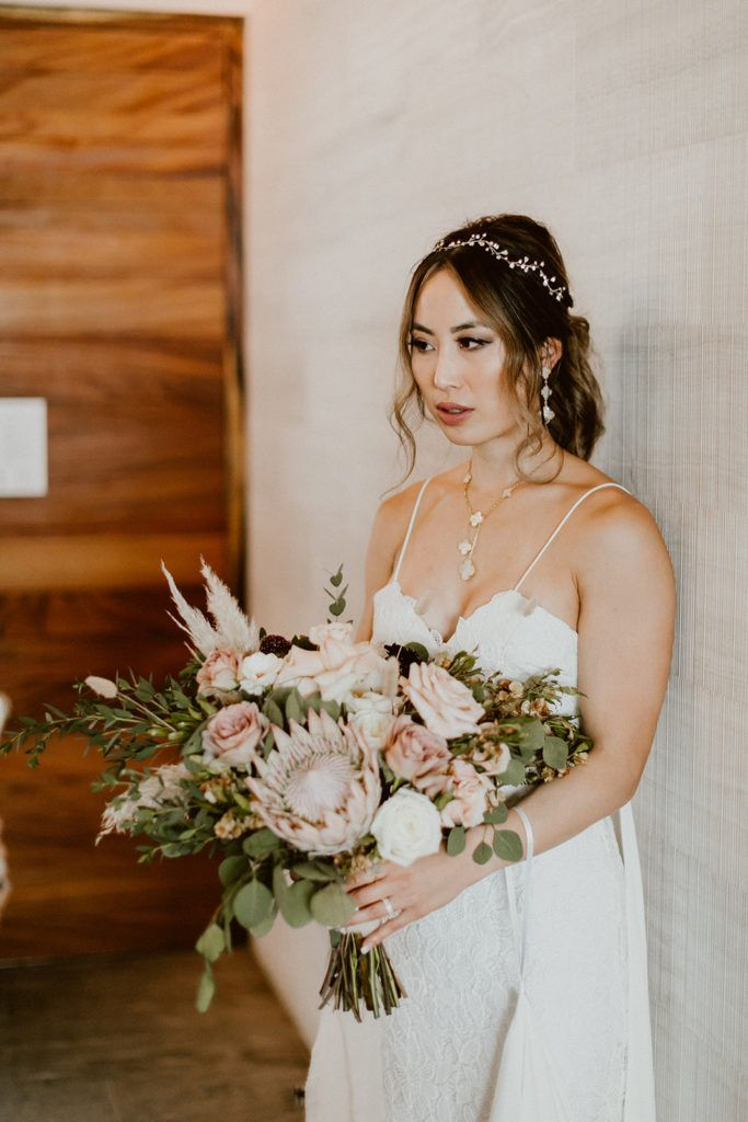 Bride holding her Bridal Bouquet made by Let it Be Events. The Wedding Venue took place at Solaz Los Cabos, a Luxury Resort in Mexico.
